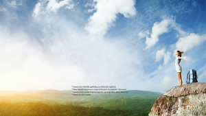 devojka na vrhu planine