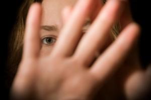 socijalna fobija devojka krije svoje lice