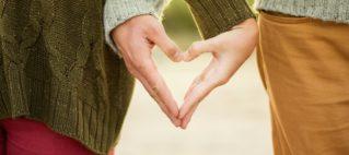 prstima napravili srce